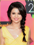 Some pics of Selena Gomez at the orange   carpet: