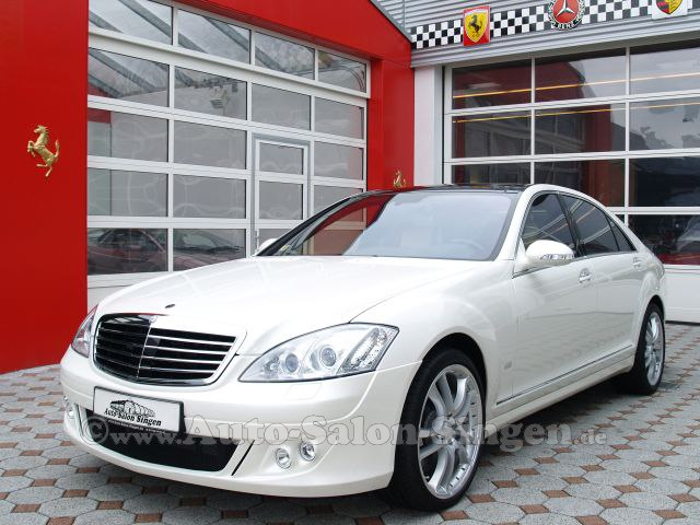As with the previous series, the new flagship of Mercedes-Benz S 500 L,