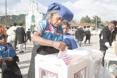 Mujer Indígena ejerciendo el poder del voto
