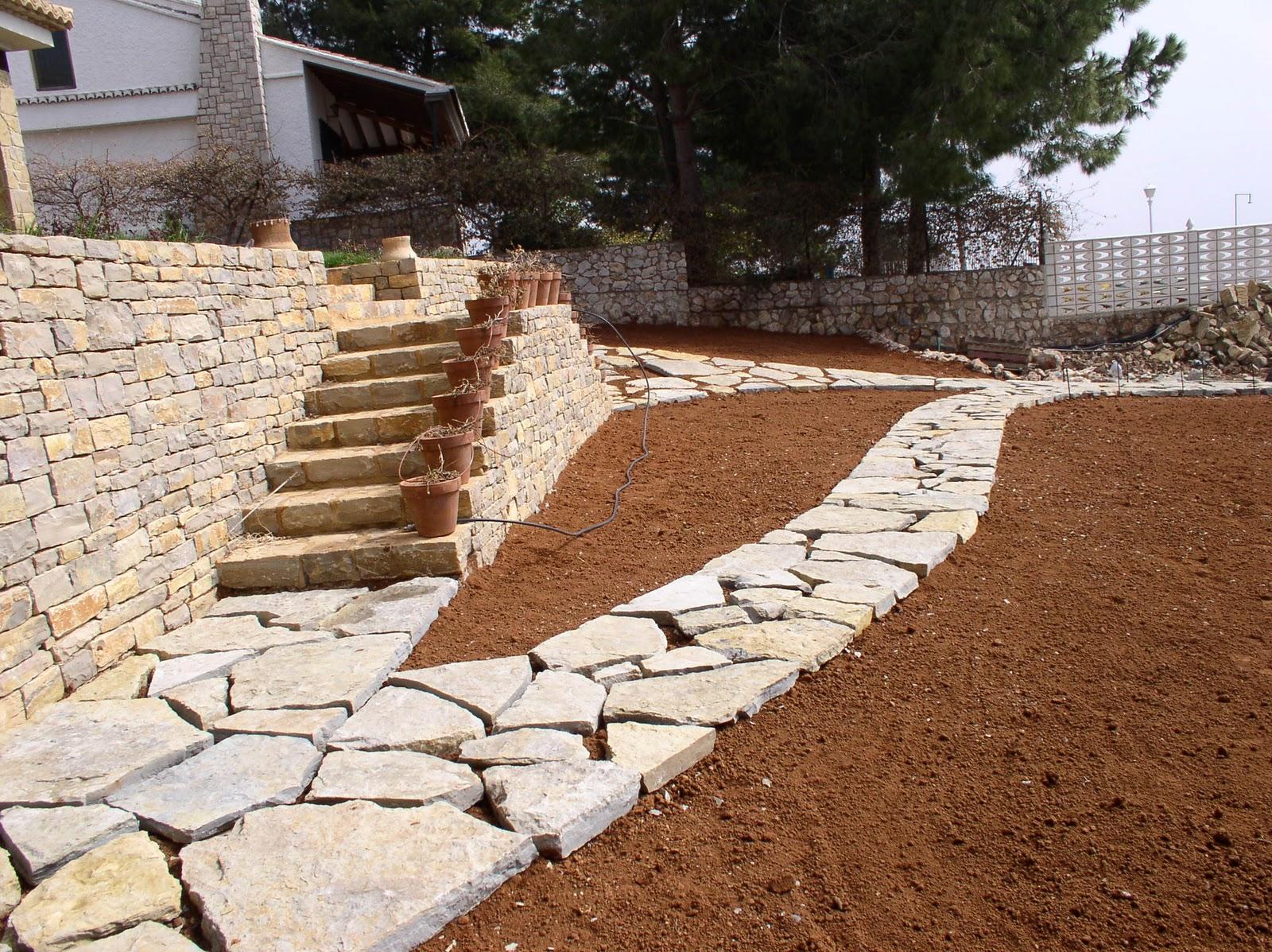 Tu jard n con piedra maestrazgo piedramaestrazgo for Jardines en piedra natural