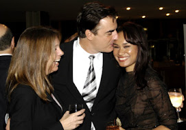 Ahhhhh.... Chris Noth and his girl with family member near by.