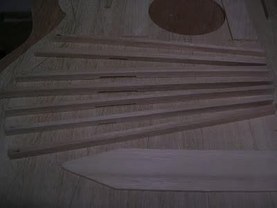 Paulownia fan braces notched