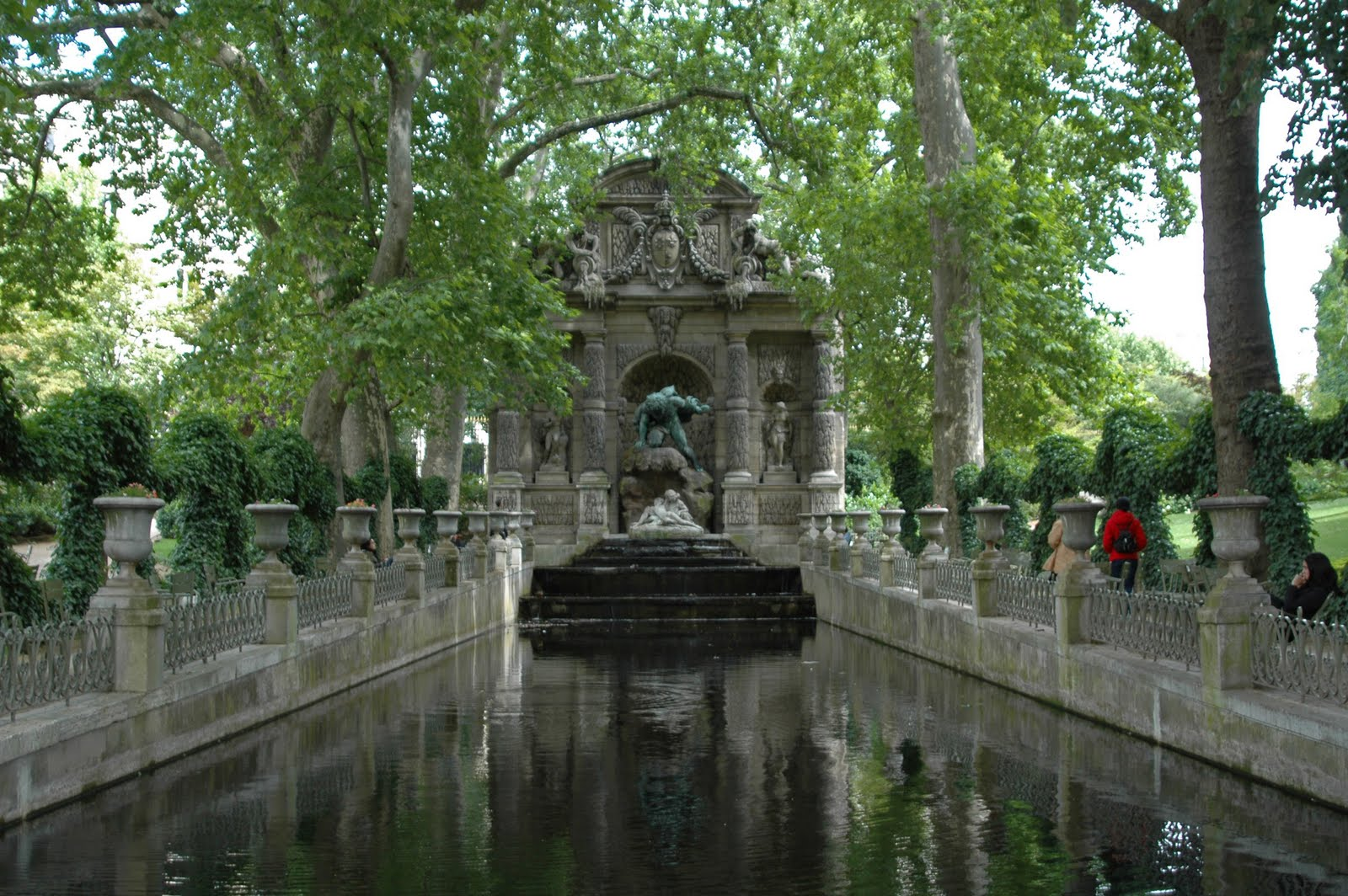 Paris and beyond la fontaine m dicis a quiet place - Fontaine jardin du luxembourg ...