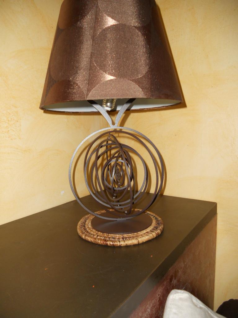 lampe design en fer la spere pied de lampe en fer hauteur 300 mm peinture epoxy marron vieilli. Black Bedroom Furniture Sets. Home Design Ideas