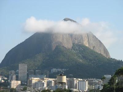 Morro Dois Irmãos, foto de Hariklia Papapetrou publicada no blog good news de Isabella Lychowski