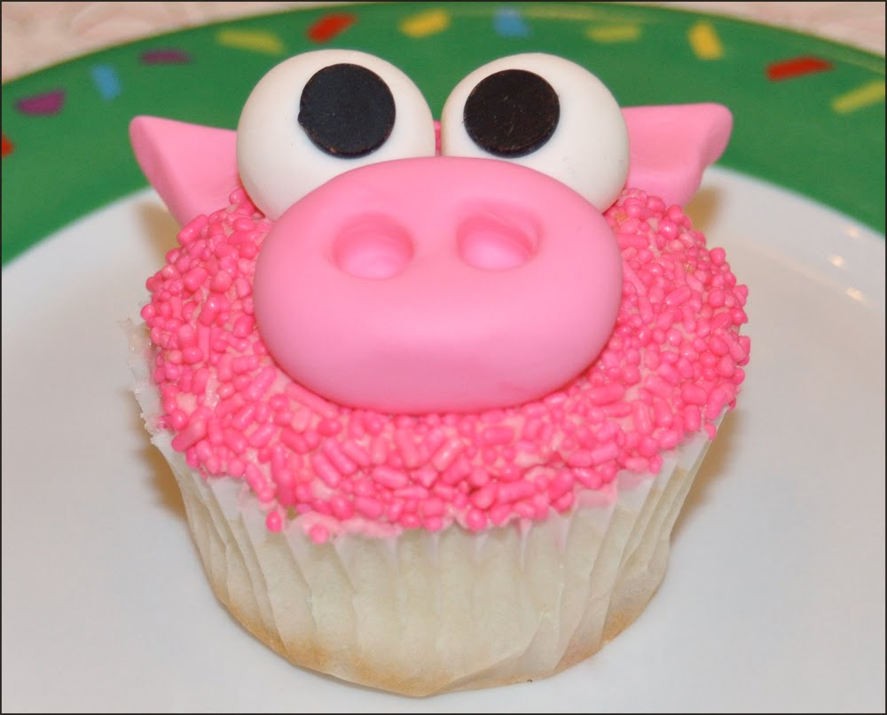 Bettie S Cakes Cookie Sandwich Cakes Amp Our Barnyard Cupcakes