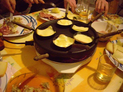Bien manger bien tre the sociable diner raclette for Table a manger suedoise