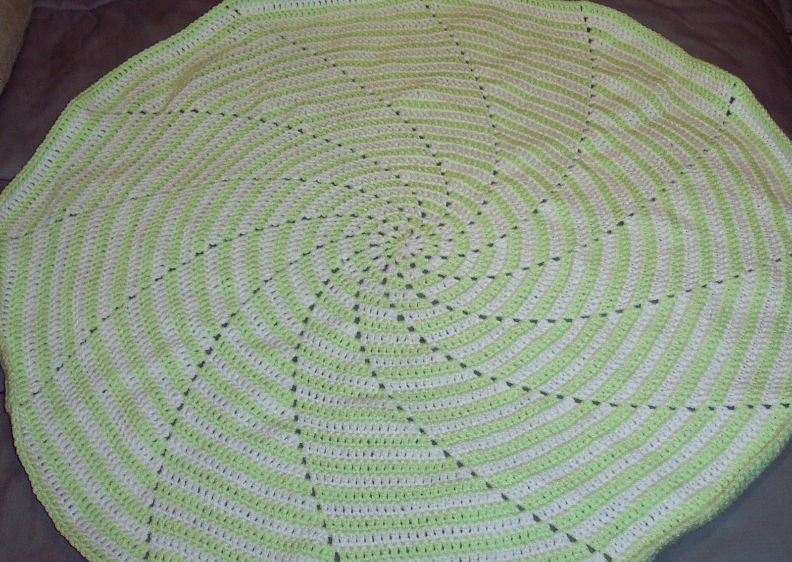 SmoothFox Crochet and Knit: SmoothFox\'s Spiral Baby Blanket Number 2