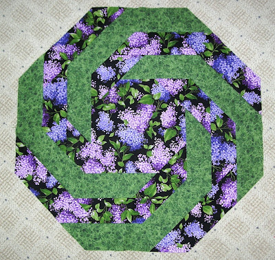 Round quilted table topper patterns free quilt pattern for Round table runner quilt pattern