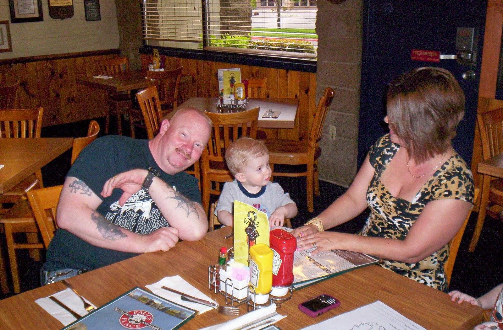 [Jim,+Melissa,+&+Zach+@+Paul's+(better).jpg]
