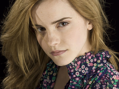 Free gallery of high quality Emma Watson desktop wallpaper pictures.