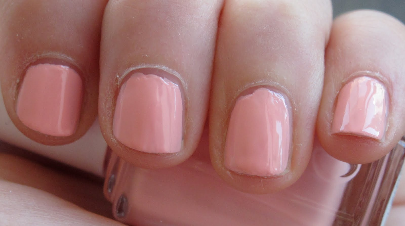 Jolie Laide Girl: Nails of the Week: Essie Van D\'Go