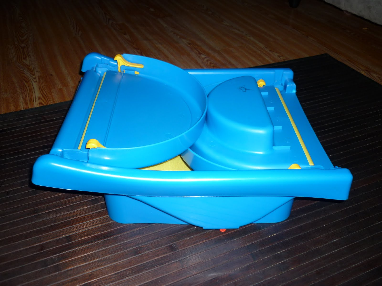 Arel Toys Preloved: safety 1st baby fold up bath tub SOLD) tq