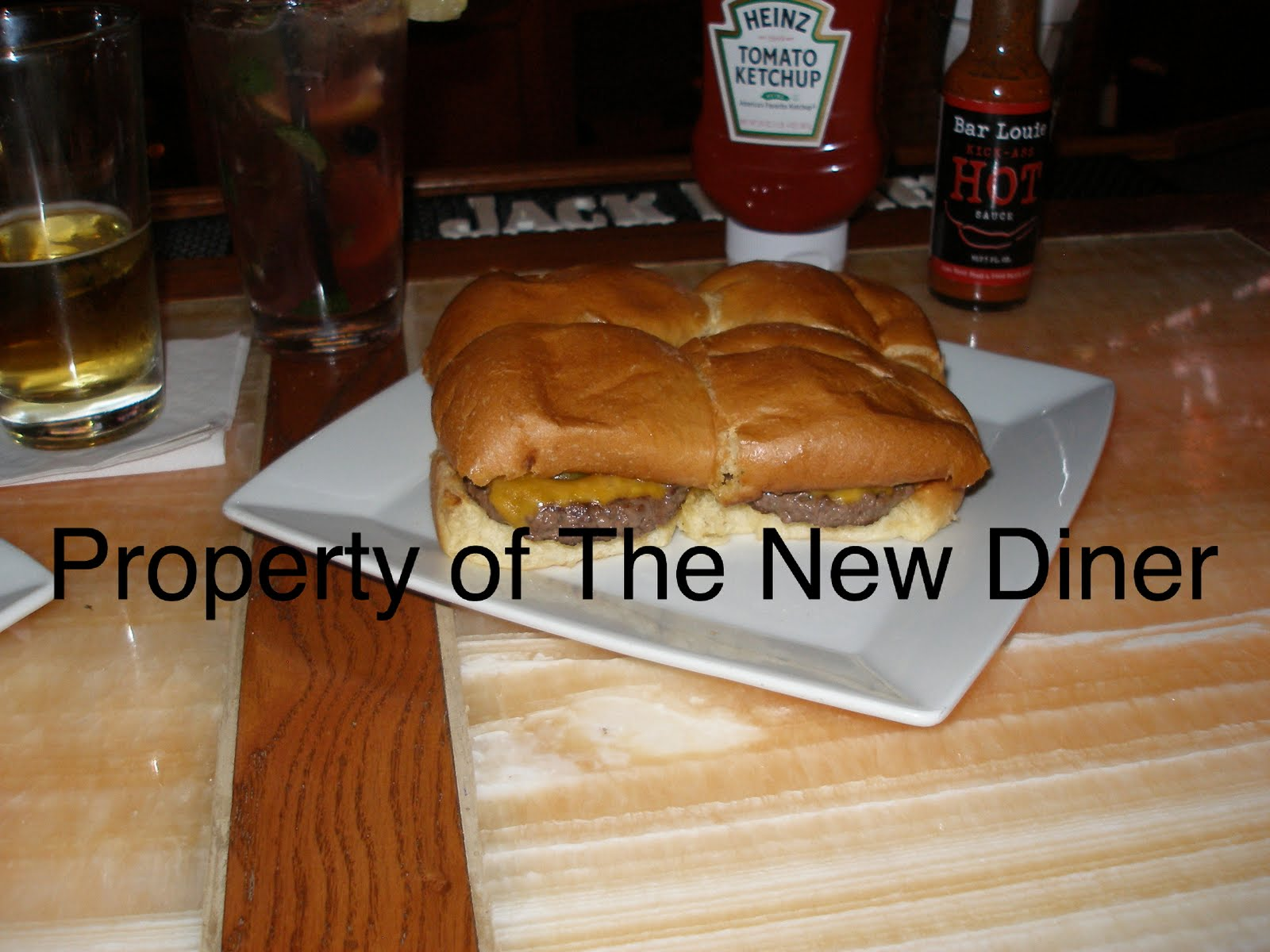 The New Diner: Bar Louie-Closed