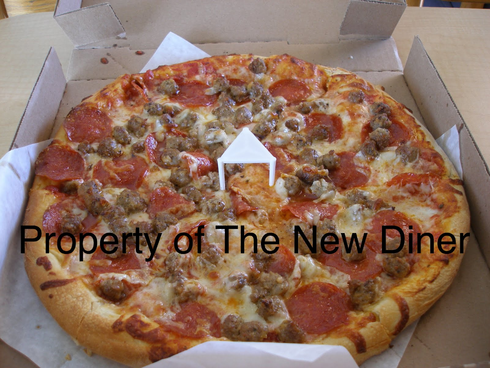The New Diner: California Pizza Place