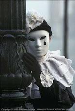 Por trás da máscara