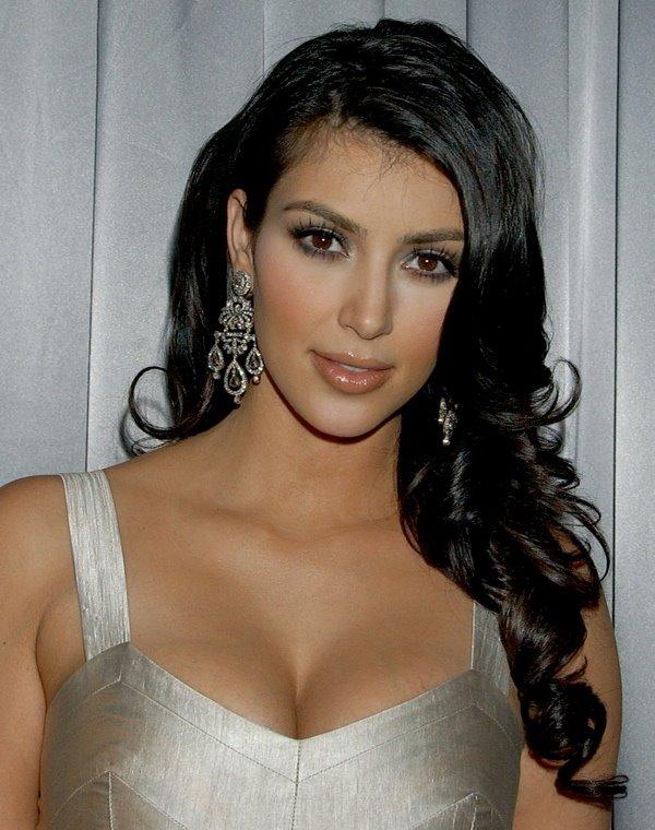 http://1.bp.blogspot.com/_VSHpGoygRs4/ScytJPhiLpI/AAAAAAAABSs/e1rxd7_fpP0/s400/kim-kardashian.jpg