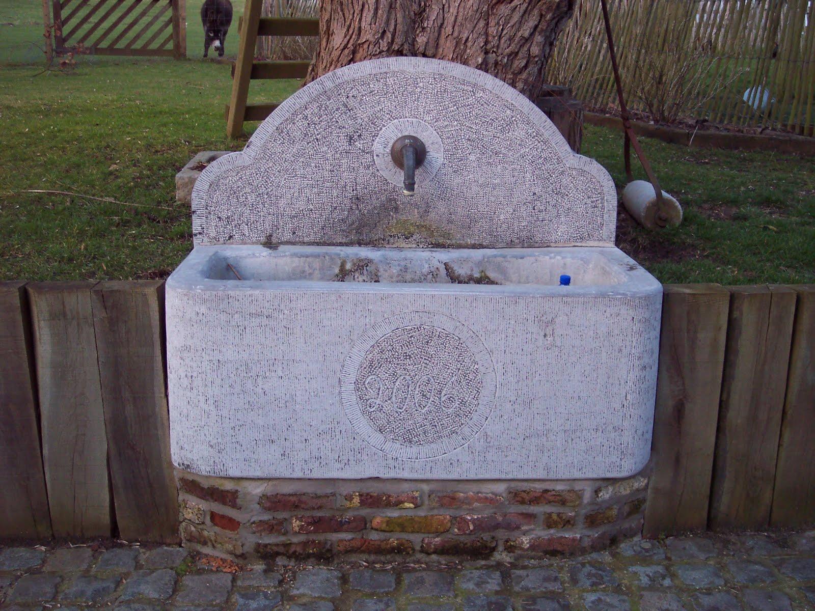 L 39 artisan tailleur de pierres naturelles fontaine en pierre bleue massiv - Fontaine en pierre bleue ...