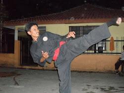 CikguShahril (mengajar di gelanggang Merak Kayangan)