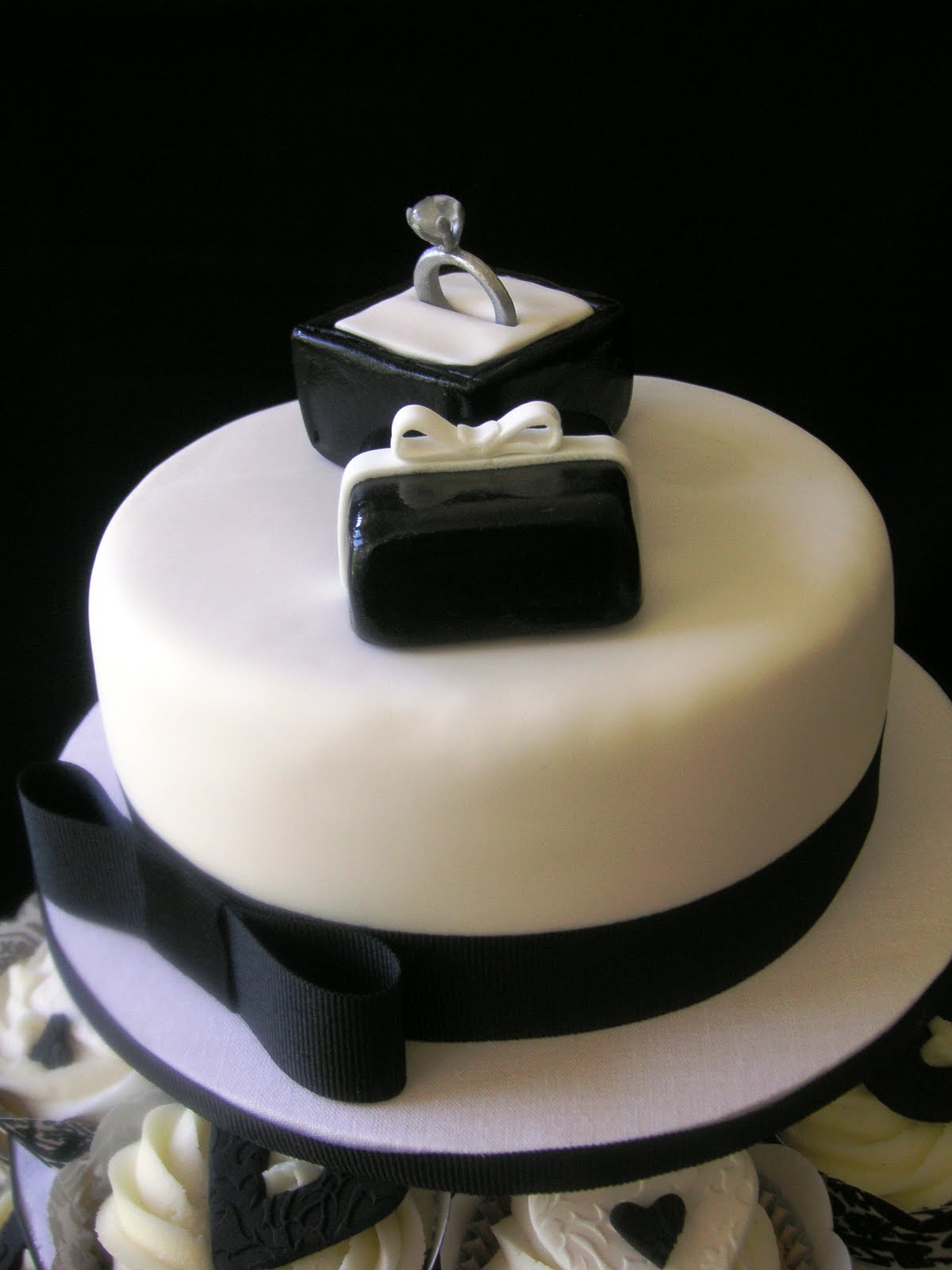 Cake Decorations For Engagement Cake : Just call me Martha: Black & white engagement