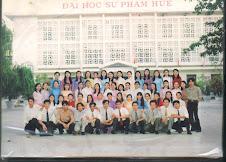 Tập thể lớp Văn K44 Sư phạm Huế tại sân trường, bạn cũ vào đây gặp nhau.