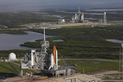 Endevour y Atlantis en las plataformas para STS-125 y STS-126