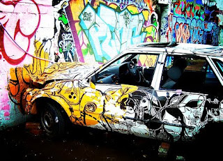 graffiti arrow full color in car and wall