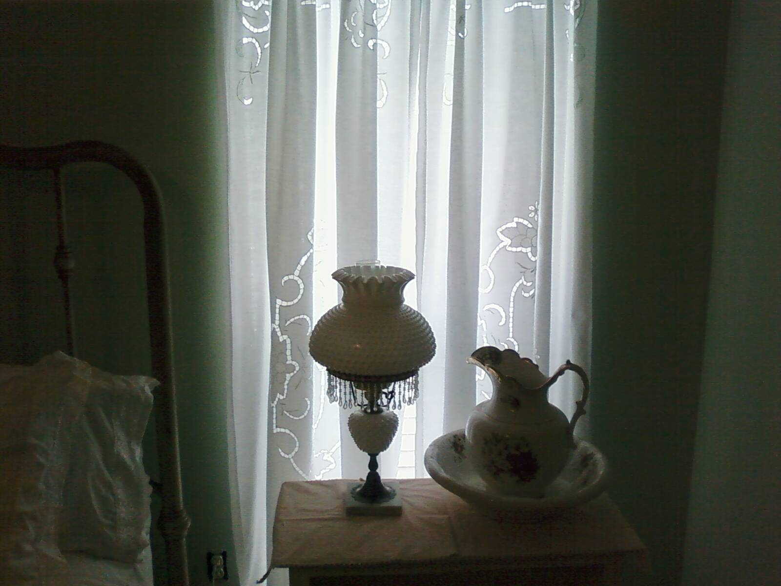 [curtain.+bedroom]