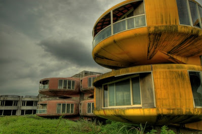 UFO-style houses in Sanjhih, Taiwan01