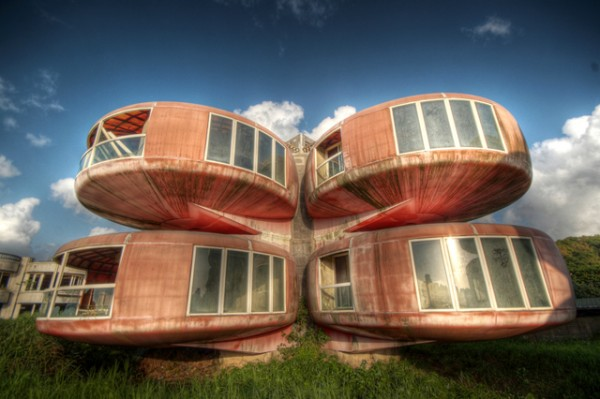 UFO-style houses in Sanjhih, Taiwan03