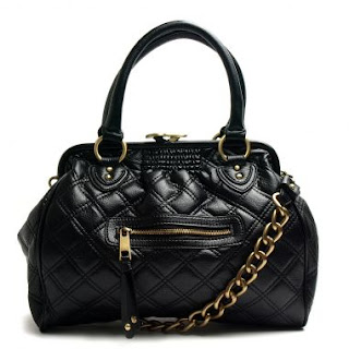 Black handbag semi-quilted medium sized @ Chasing Davies