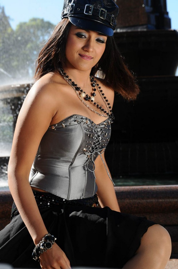 Kuspu Hot http://mooncinema.blogspot.com/2010/08/indian-cinema-actress-and-model-trisha.html