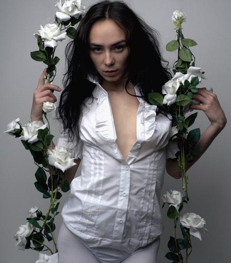 miss justyna autorretratos provocantes arte modelo soturno