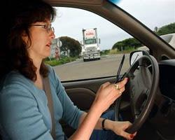 tindakan yang dilarang disaat mengemudi