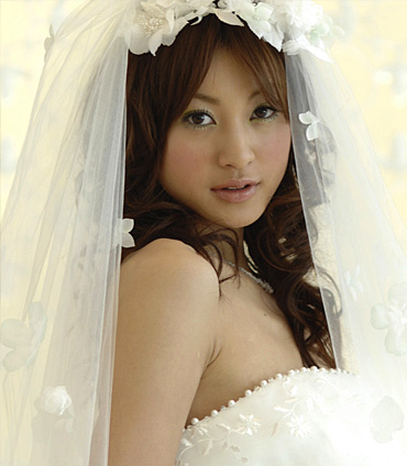 Beautiful wedding gown fashion design