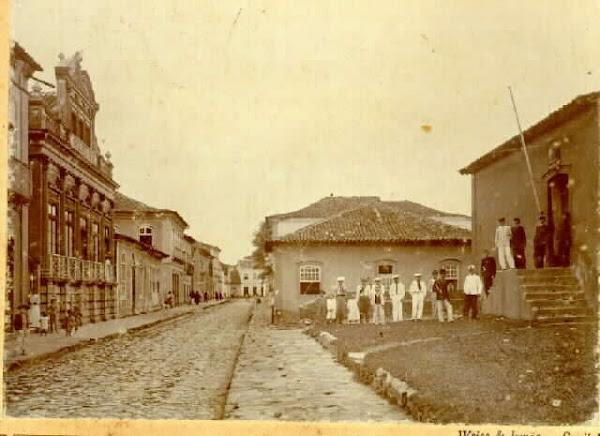 Esquerda o prédio do Dr. Morita, direita o Museu.