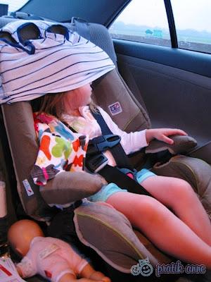 Araba koltuğunda uyurken kafanın düşmesini önlemek için