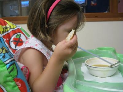Çocuklara pratik çorba içirme