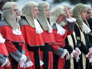 Do Judges In The Uk Still Wear Wigs 83