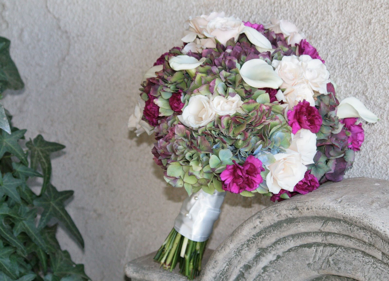 Sarah Chose Yummie Shades Of Gold Caramel And Chocolate With A Touch Sangria Merlot Sarahs Bouquet Was Filled Antique Hydrangeas