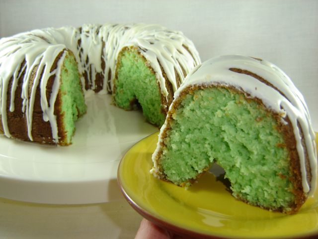 Eat Cake For Dinner: ST. PATRICK'S PISTACHIO CAKE