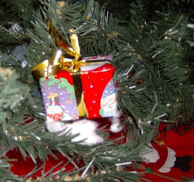 Ένα δέντρο από ... σκουπίδια!!! HPIM6875