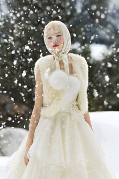 christmas-snow-wedding-bride-cute-vintage