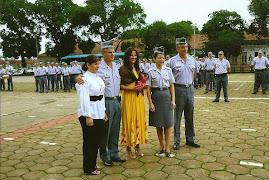 Sonia sendo premiada e homenageada pela Pm do CPI-07.