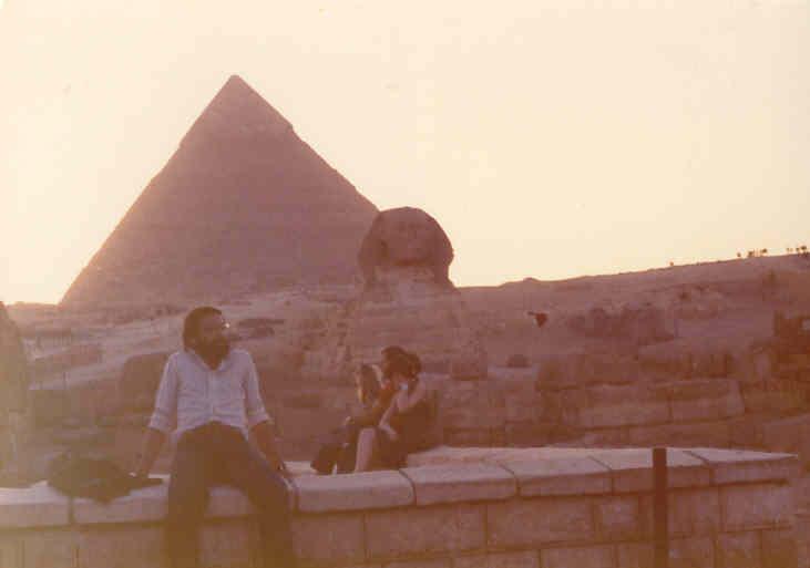 ...No Vale de Gizé - Cairo...