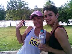 Eu e o Juan esperando começar a corrida