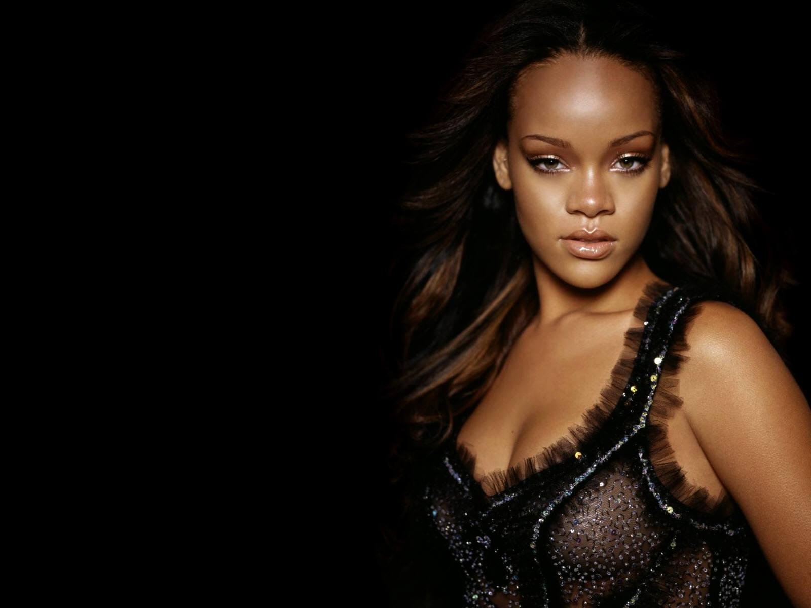 Rihanna Bikini Wallpapers Picture 5