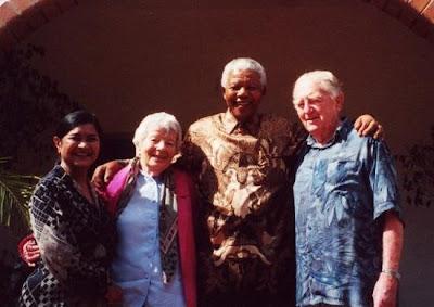 Rusty y Hilda Bernstein junto a Nelson Mandela