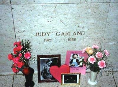 Tumba de Judy Garland en en cementerio de Ferncliff, Nueva York