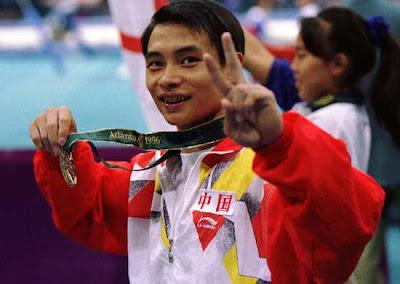 Atlanta 1996 - Li Xiaoshuang, campeón individual en gimnasia artística